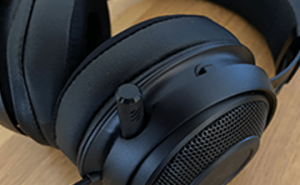 The Razer Kraken Headset Features a retractable and bendy microphone